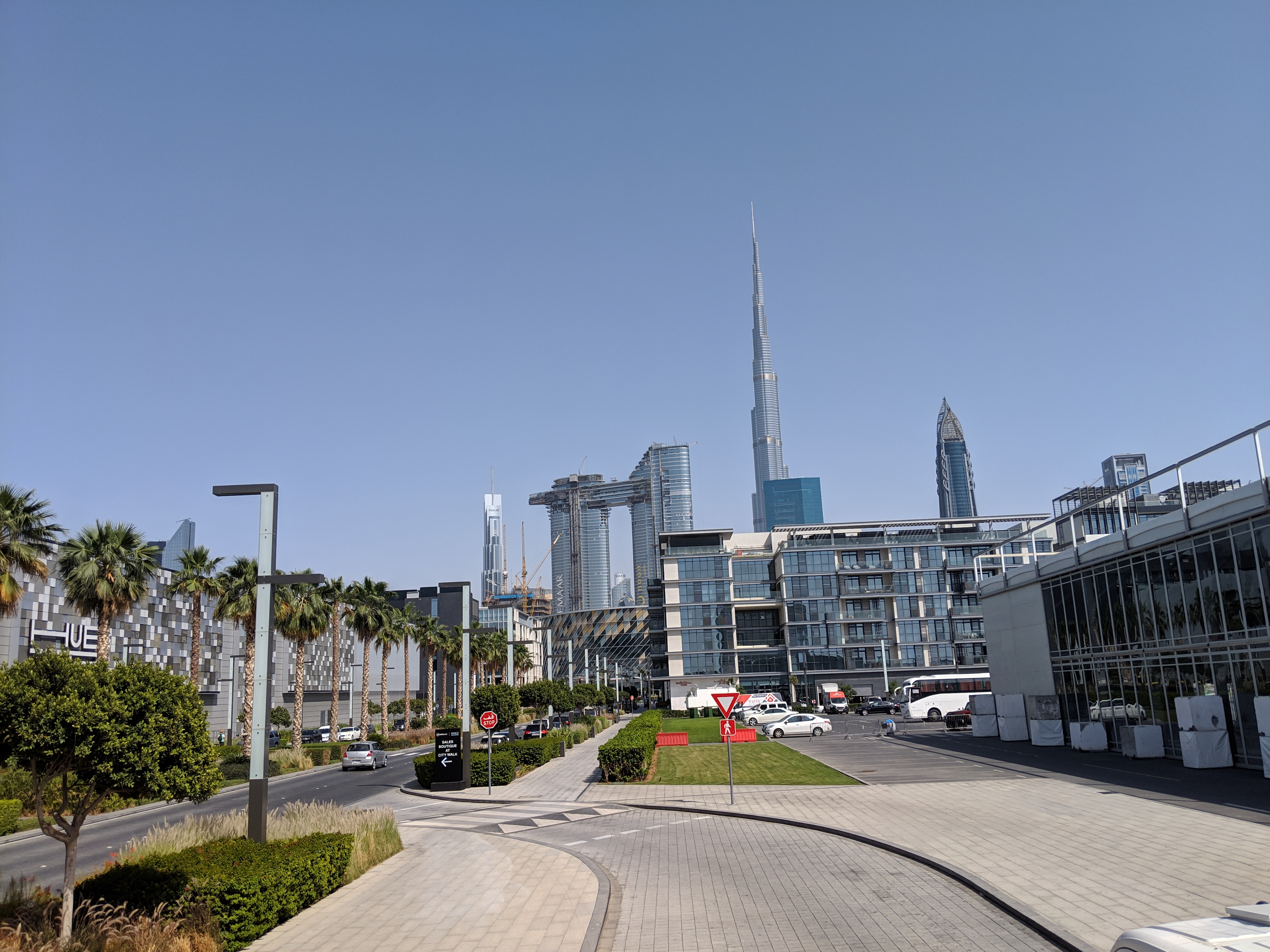 dubai world's tallest building view from ground burj