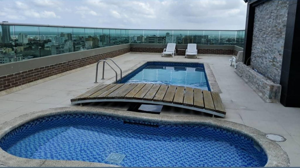 barranquilla rooftop pool and skyline