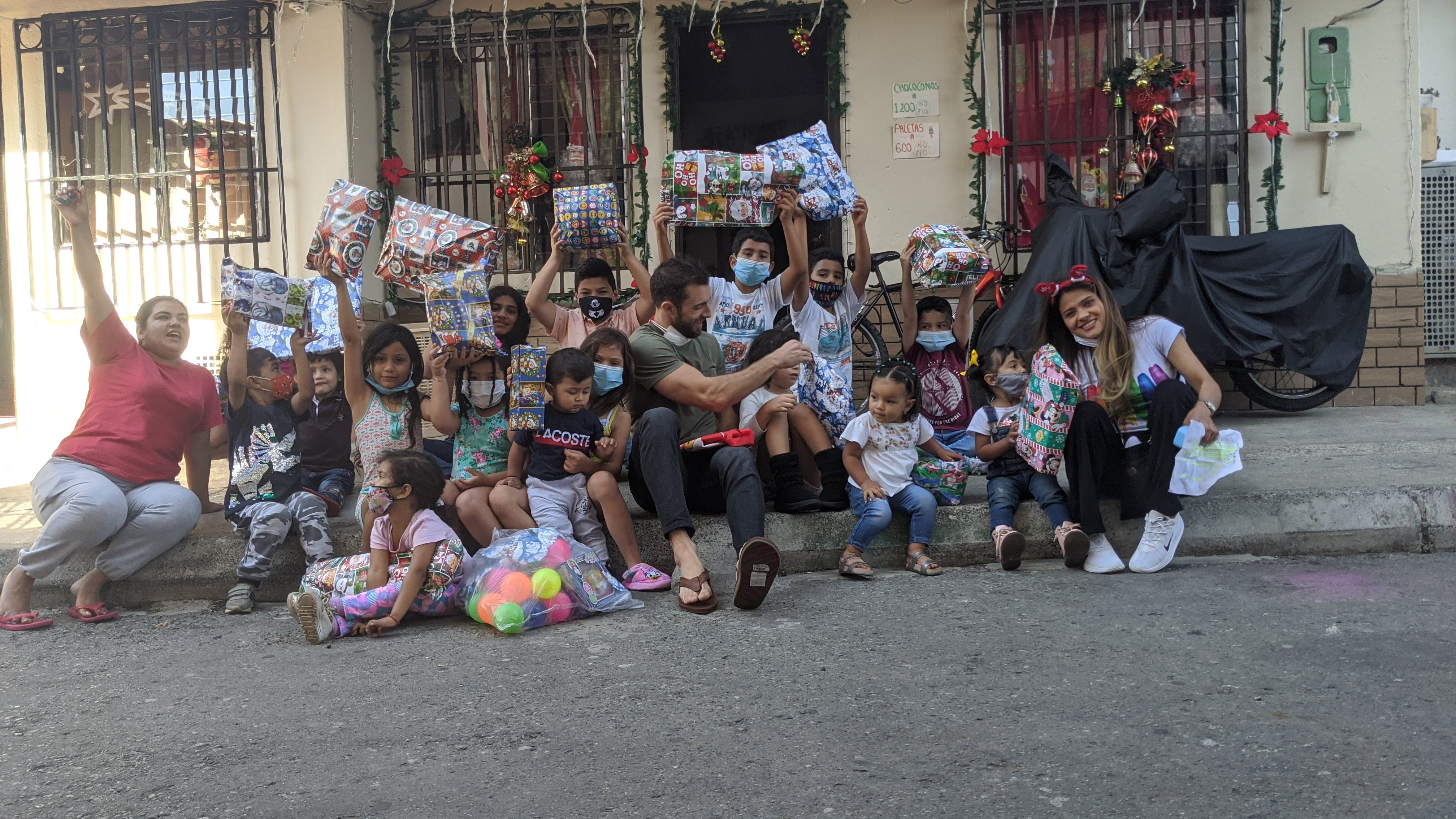volunteer in colombia christmas presents for the poor